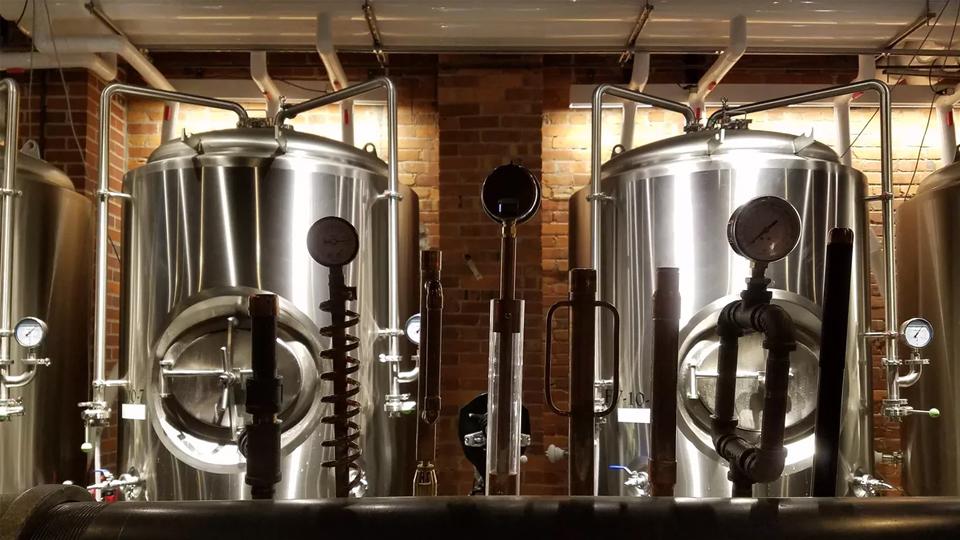Hervidores usados para elaborar cerveza