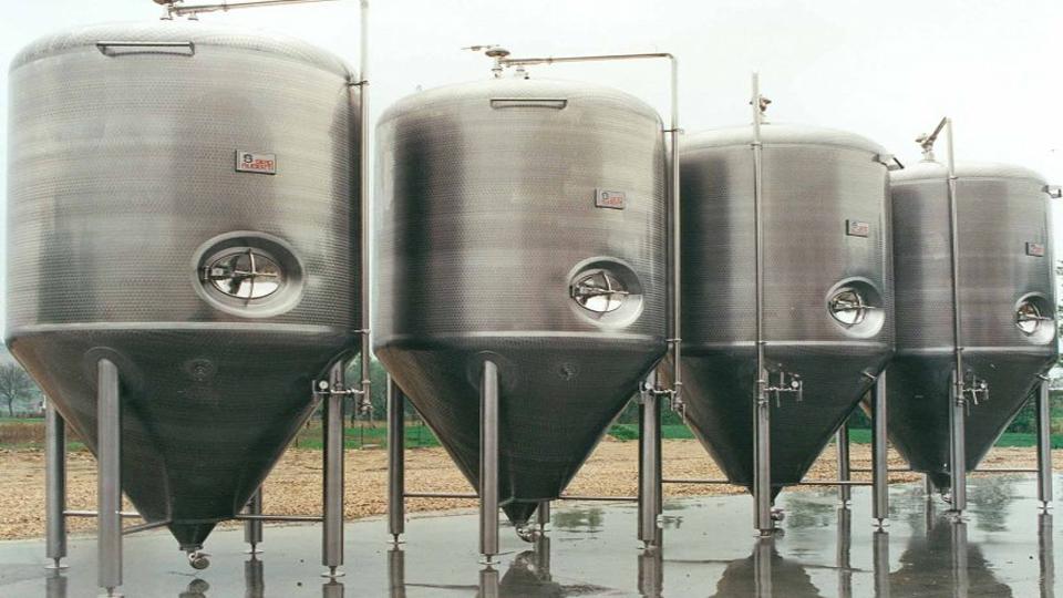 Tanques usados para fermentación de cerveza